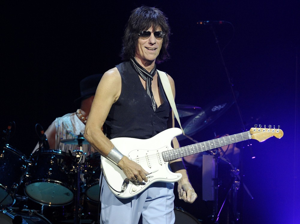 jeff-beck-performs-live-at-massey-hall-12